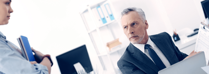 Funcionário pode se recusar a assinar advertência? Como proceder?